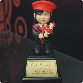紅帽畢業生獎座公仔FDK-003